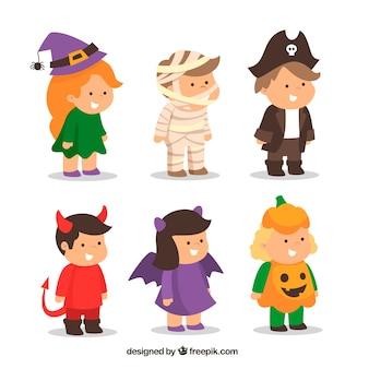 Bambini con costumi da halloween