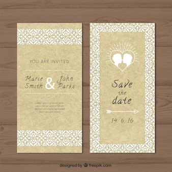 Carta di nozze ornamentale con un paio di baciare