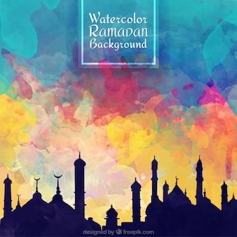 Cielo colorato acquerello con sfondo di sagome di ramadan