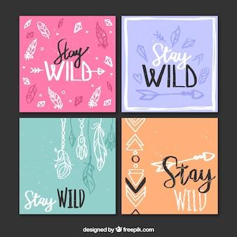 Confezione da quattro carte colorate con elementi boho disegnati a mano