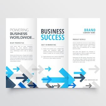 Disegno triplice del brochure nello stile delle frecce creative di affari