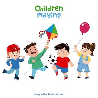 Diversi bambini felici che giocano