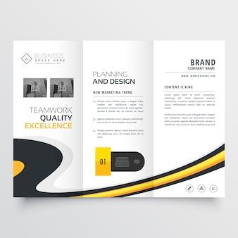 Elegante modello di progettazione brochure a tre ante luminoso