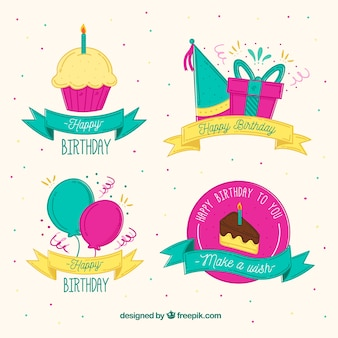 Etichette di compleanno di stile disegnate a mano con raccolta di nastri
