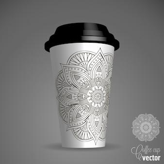 Illustrazione vettoriale con una tazza di caffè e ornamento floreale disegnato a mano su un piattino e sfondo