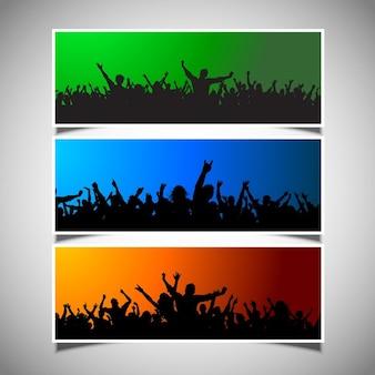 Insieme di tre diverse scene di massa su sfondi colorati