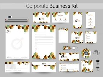 Kit aziendale aziendale con elemento geometrico cubo.