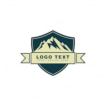 Logo di montagna di avventura