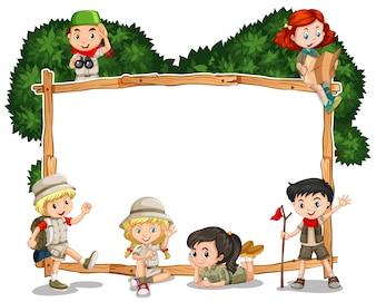 Modello Frame con i bambini in attrezzatura safari
