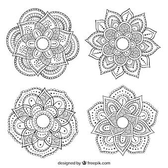 Molti mandala ornamentali disegnati a mano