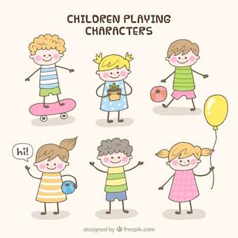 Raccolta di sei bambini disegnati a mano a giocare