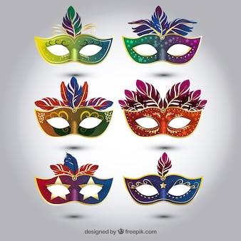 Selezione di maschere di carnevale colorate in stile realistico