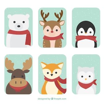 Set di animali della foresta con la sciarpa rossa