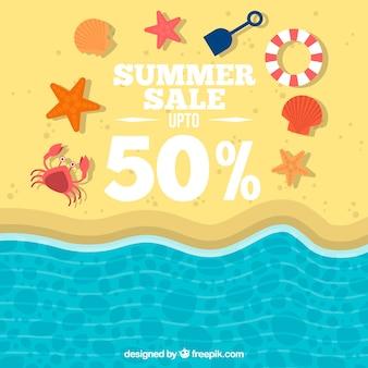 Sfondo delle vendite sulla spiaggia con gli elementi estivi