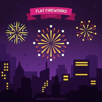 Sfondo paesaggio urbano con fuochi d'artificio
