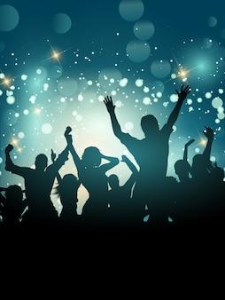 Silhouette di una folla di partito eccitato su uno sfondo di luci bokeh