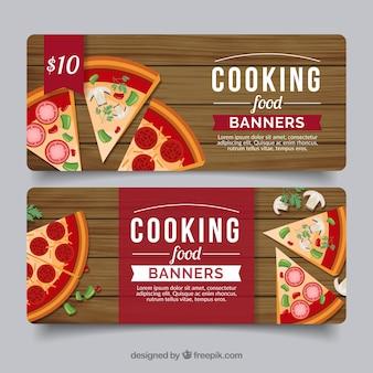 Striscioni in legno con deliziosa pizza