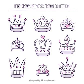 Varietà di corone di princess disegnate a mano con dettagli rosa