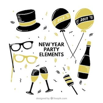 Varietà di oggetti d'oro e nero pronto per il nuovo anno