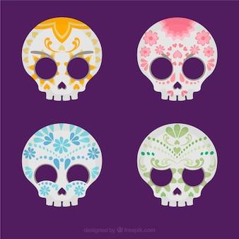 Varietà di teschi di zucchero colorati