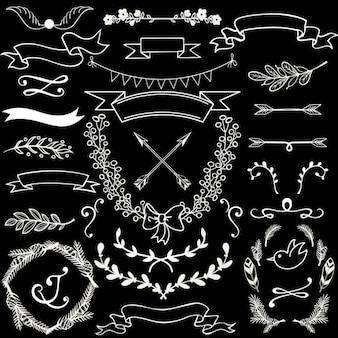 Vettoriale Doodle floreale elementi di disegno con striscioni frecce allori e rami