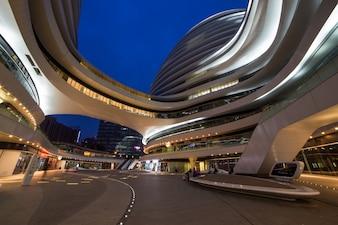 Aangesloten collectief creatie downtown futuristisch