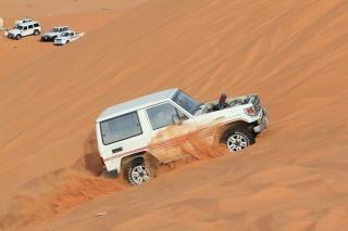 Auto in de woestijn