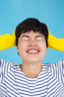 Beklemtoonde Jonge Aziatische Huisvrouw Koppeling Hoofd