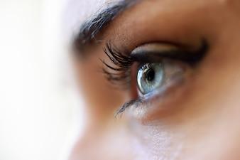 Blauw oog dicht