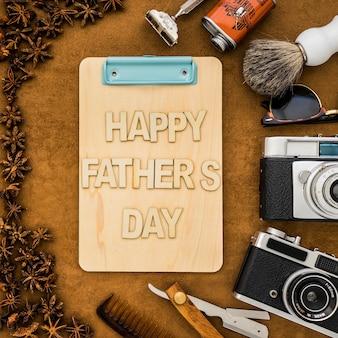 Bovenaanzicht van klembord en andere voorwerpen voor vaderdag