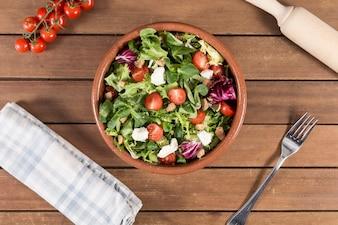 Bovenaanzicht van smakelijke salade