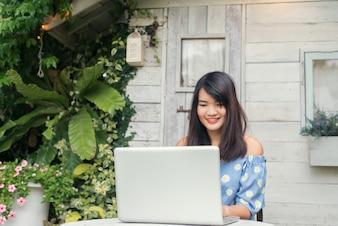 Communicatie internet tuinstoel vrij