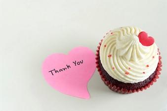 Cupcake met rood hart en dank u massage