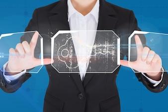 Een persoon met behulp van futuristische technologie