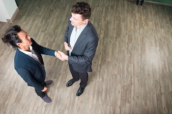 Ernstige Partners Meeting en Shaking Hands