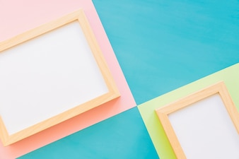 Frames op kleurrijke achtergrond
