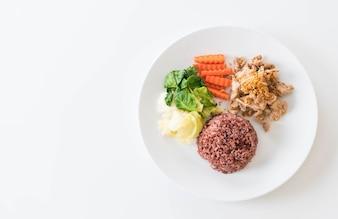 Gebakken Varkensvlees Met Knoflook En Peper Met Bessenrijst