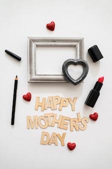 Gelukkig moederdag belettering met lippenstift en eyeliner