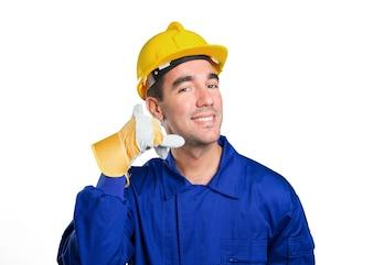 Gelukkige arbeider met oproep gebaar op witte achtergrond