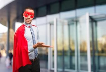 Gelukkige super zakenman gastvrij