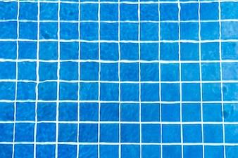 Gescheurd water in het zwembad