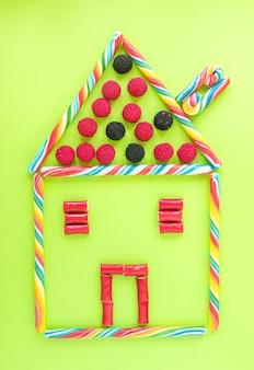Grappig huis van snoepjes