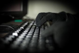 Hacker aanval de server in het donker