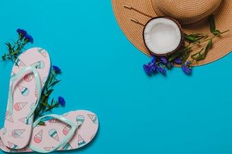 Ijs flip-flops en hoed met kokosnoot