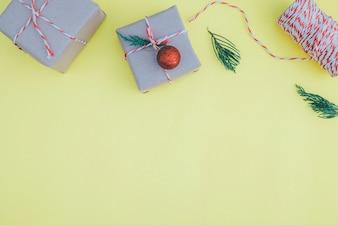 Kerstsamenstelling. Vlak gelegen, bovenaanzicht. Kerstcadeau.
