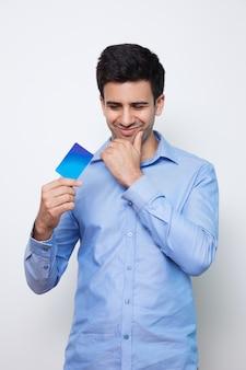 Knappe persoon kaart planning koper