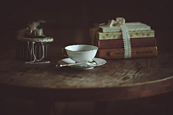 Kopjes koffie en een oude camera