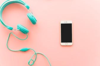 Koptelefoon en smartphone