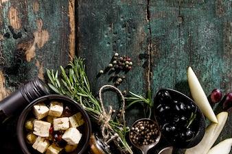 Lekkere Italiaanse Griekse Mediterraanse Eten Ingrediënten Bovenaanzicht op Groene Oude Rustieke Tafel Boven