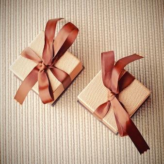 Luxe cadeau dozen met lint, retro filter effect